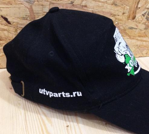 Печать логотипа на бейсболках в Москве пример 2