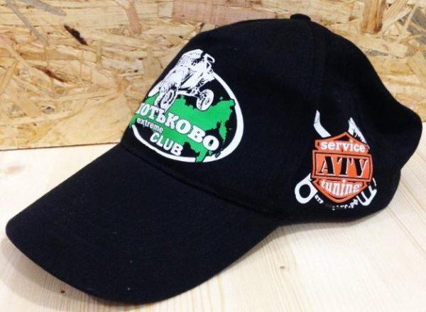 Печать логотипа на бейсболках в Москве пример 1